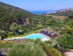 Villas climatisées avec piscine en Corse du Sud.
