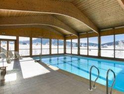 Location saisonnière avec piscine chauffée dans le Jura