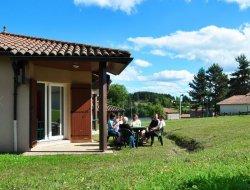Village vacances avec piscine chauffée dans le Puy de Dôme.