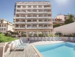 Location vacances piscine à Cannes, Côte d'Azur.