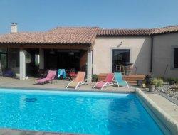 Location vacances avec clim et piscine près de Carcassonne.