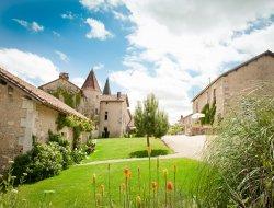 Gîtes avec piscine a louer en Charente