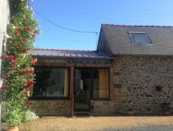 Self-catering cottage in Cotes d'Armor near Etables sur Mer