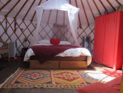 Yurt for holidays in provence