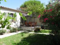 Holiday rental near Avignon and St Remy de Provence.