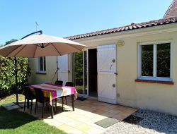 Self-catering cottage close to Bordeaux. near Saint Medard d Eyrans
