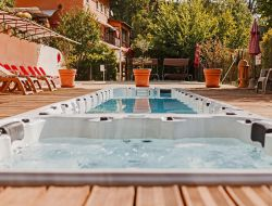 holiday village in the Luberon, Vaucluse near Le Tholonet