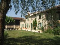 B&B with swimming pool in Gironde