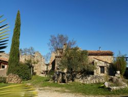 Holiday cottages with swimming pool in Provence near Gardanne
