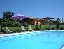 Cottages with swimming pool in Dordogne near Monsac