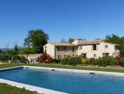 B & B with pool in the Vaucluse near Rochegude