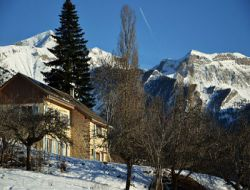 Large capacity cottage near Serre Poncon Lake.