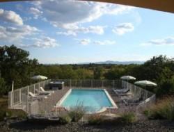 Location avec piscine et spa en Ardèche.