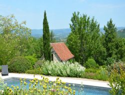 Cottages with pool in the Lot, Midi Pyrenees. near Prudhomat