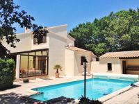 Villa avec piscine dans le Gard.