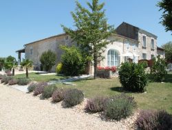 Holiday houses with heated pool in Charente Maritime near Villars en Pons