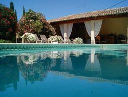 Grande location de vacances avec piscine en provence.