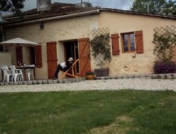 Holiday cottage in the vineyards of Gironde near Pondaurat