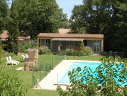 Cottages with pool close to Avignon.