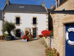 Gite rental in edge of beach near Locoal Mendon